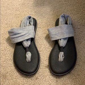 grey sunaks